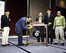 Forest Department Sarawak Director Tuan Haji Sapuan hitting the gong to officiate at the opening of the workshop as WWF-Malaysia Sarawak Programme Leader Dr Jason Hon (second right) and other special guests looked on. Photo credit: